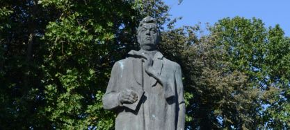 Statuia lui Mihail Sadoveanu din Fălticeni; scuptor: Ion Irimescu (SV-IV-m-B-05699)