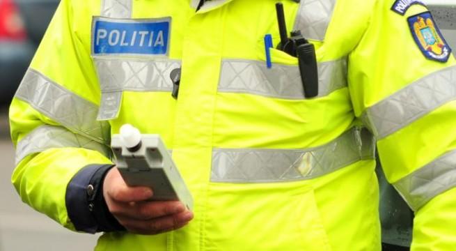 Polițiștii fălticeneni l-au prins băut la volan pe șoferul unui microbuz școlar: Permis suspendat și amendă de 1250 lei