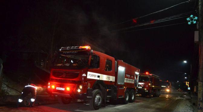 Un spațiu comercial din Măgura a luat foc de la un cablu electric defect