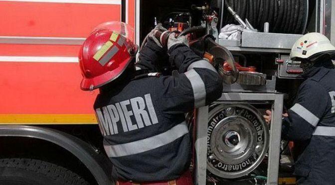 O mașină a ars în satul Stâncuța din comuna Zvoriștea