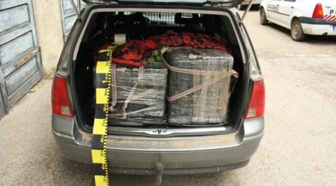 Tânăr reţinut de poliţişti pentru contrabandă. Sume de bani şi o maşină în valoare totală de peste 60.000 lei confiscate