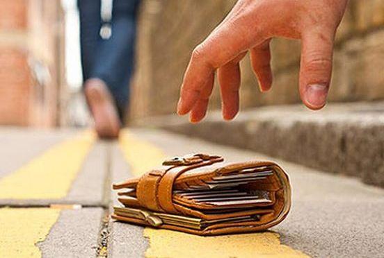 Portofel cu bani și acte găsit în piața din Fălticeni