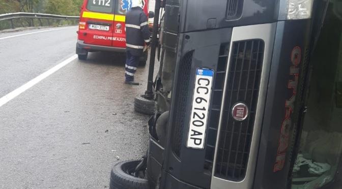 Două mașini s-au răsturnat sâmbătă în Ilișești și Argestru