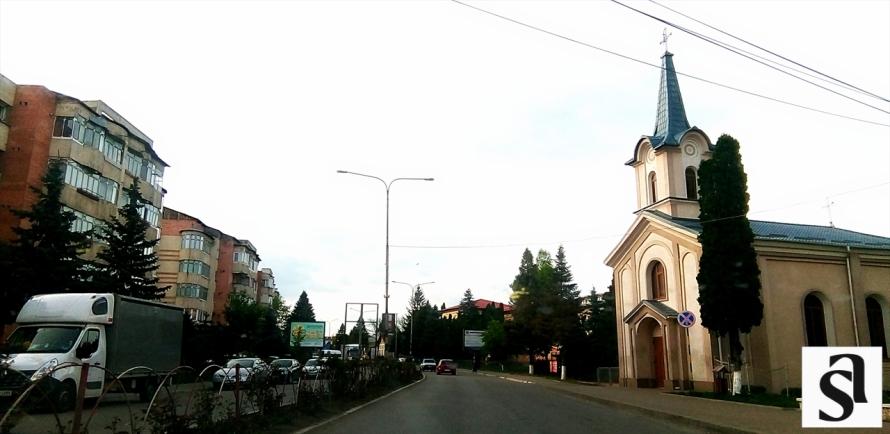strada sucevei la biserica catolica