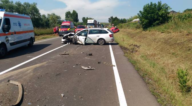 Accident rutier în apropiere de Fălticeni. Trei mașini au fost avariate.
